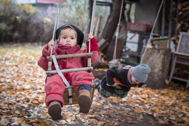 Kinderfotografie-herbst-schaukel-01